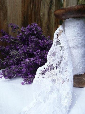 Lavender & Lace makes such a rustic and luxurious combination that is perfect for any #wedding.