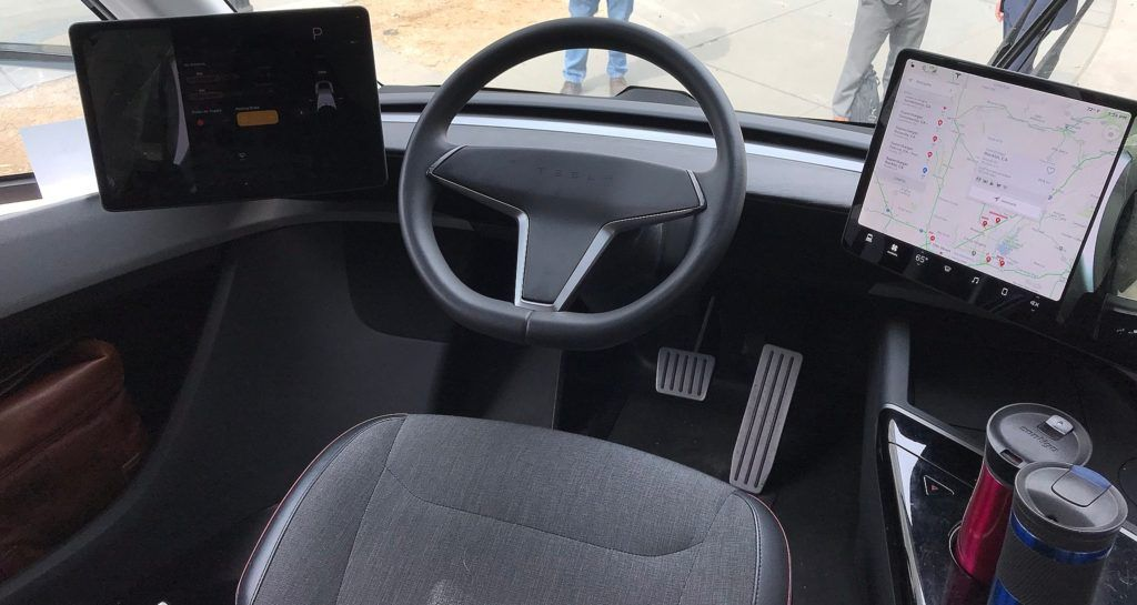Tesla Semi Cockpit Details Revealed In Clearest Interior Pictures Yet Semi Trucks Interior Truck Interior Interior Pictures