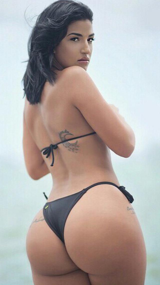 Round sexy latina ass