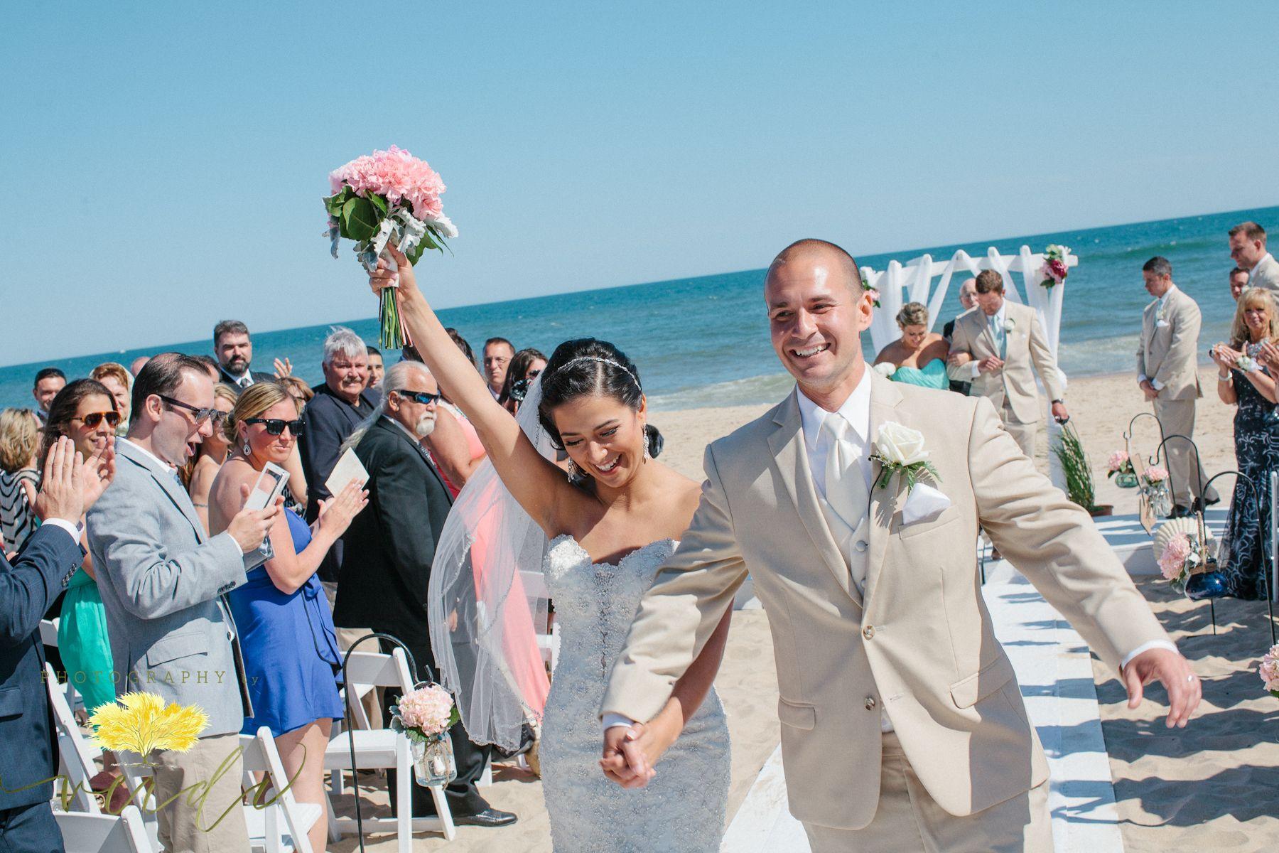 Gurney S Inn Long Island Beach Weddings Www Photographybyverdi Destination Wedding Photography Style Me Pretty