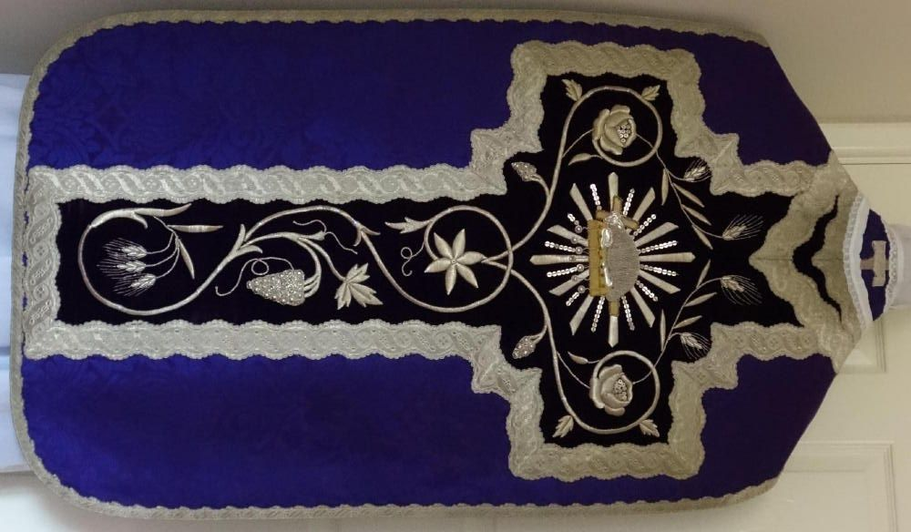 5995b Purple Roman Vestment.jpg (1000×584)