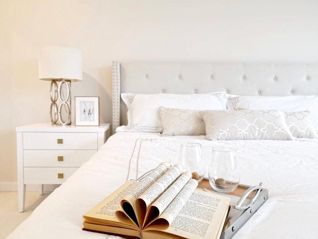 #bedroominspo #white #cozy #kingbed #headboard #neutrals #windows #naturallight #bright #contemporary #realestate #homeinspo #interiordesign