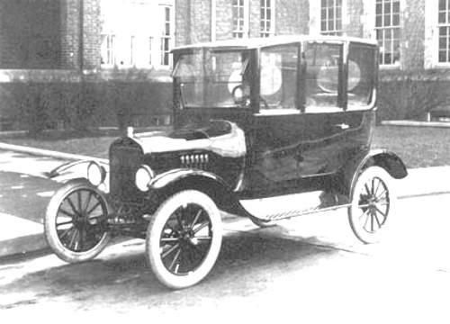 Ford S Distinctive Centre Door Model T Sedan Went Out Of Production After 1923 It Was Convenient And Economical Since One Ford Models Model T Car Restoration