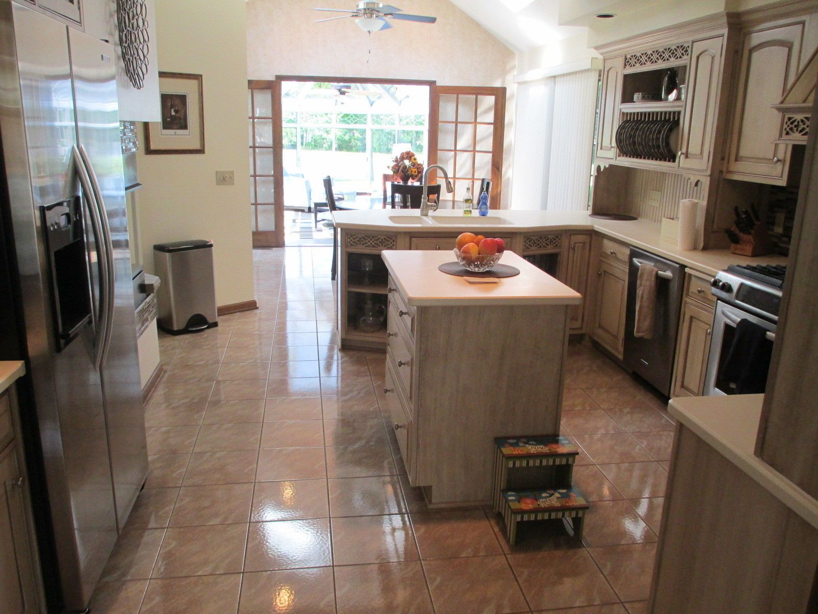 Best Very Nice Actua All Wood Construction Kitchen Cabinets 400 x 300