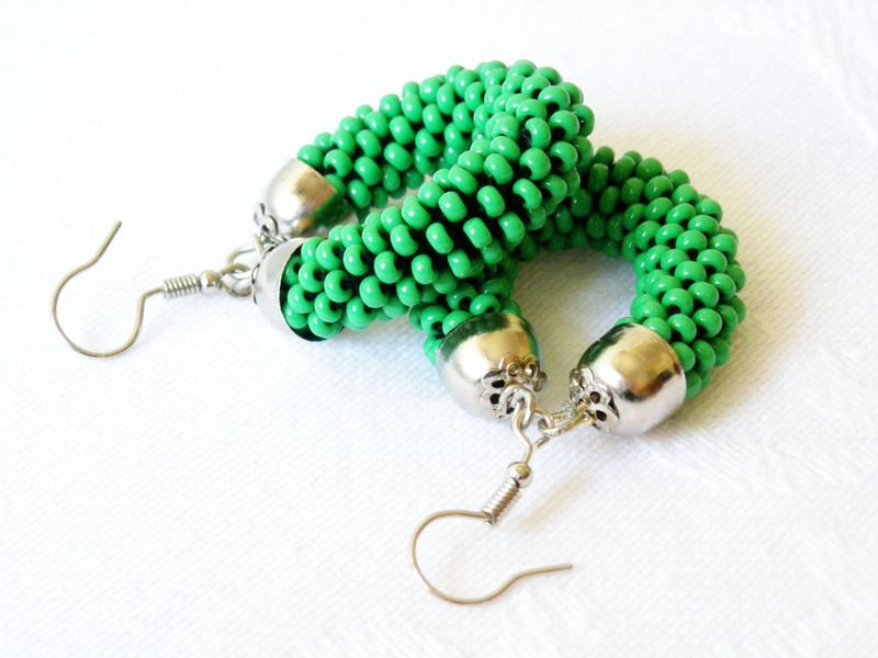 Orecchini color verde fluo. di Luthopika su DaWanda.com