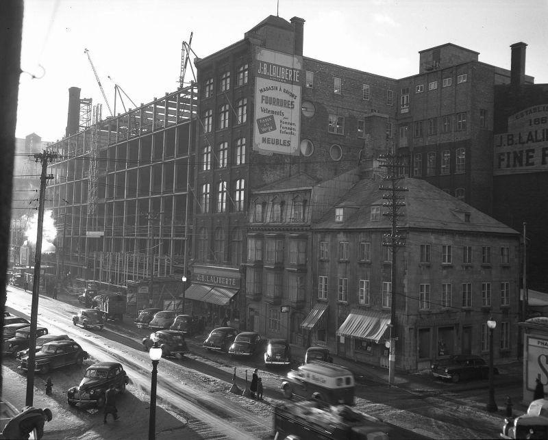 Le Boulevard Charest Et Les Grands Magasins De Saint Roch 1947 In 2020 Quebec City Quebec Trois Rivieres