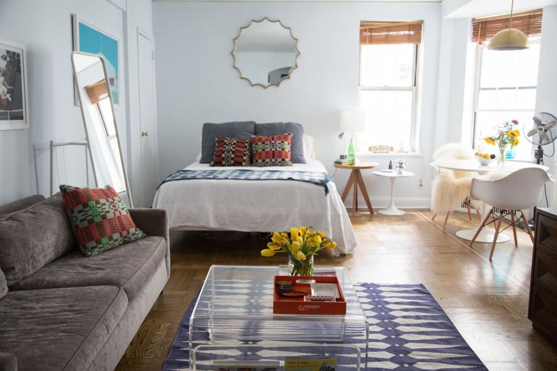 House Tour A Colorful 450 Square Foot Nyc Studio Apartment Therapy