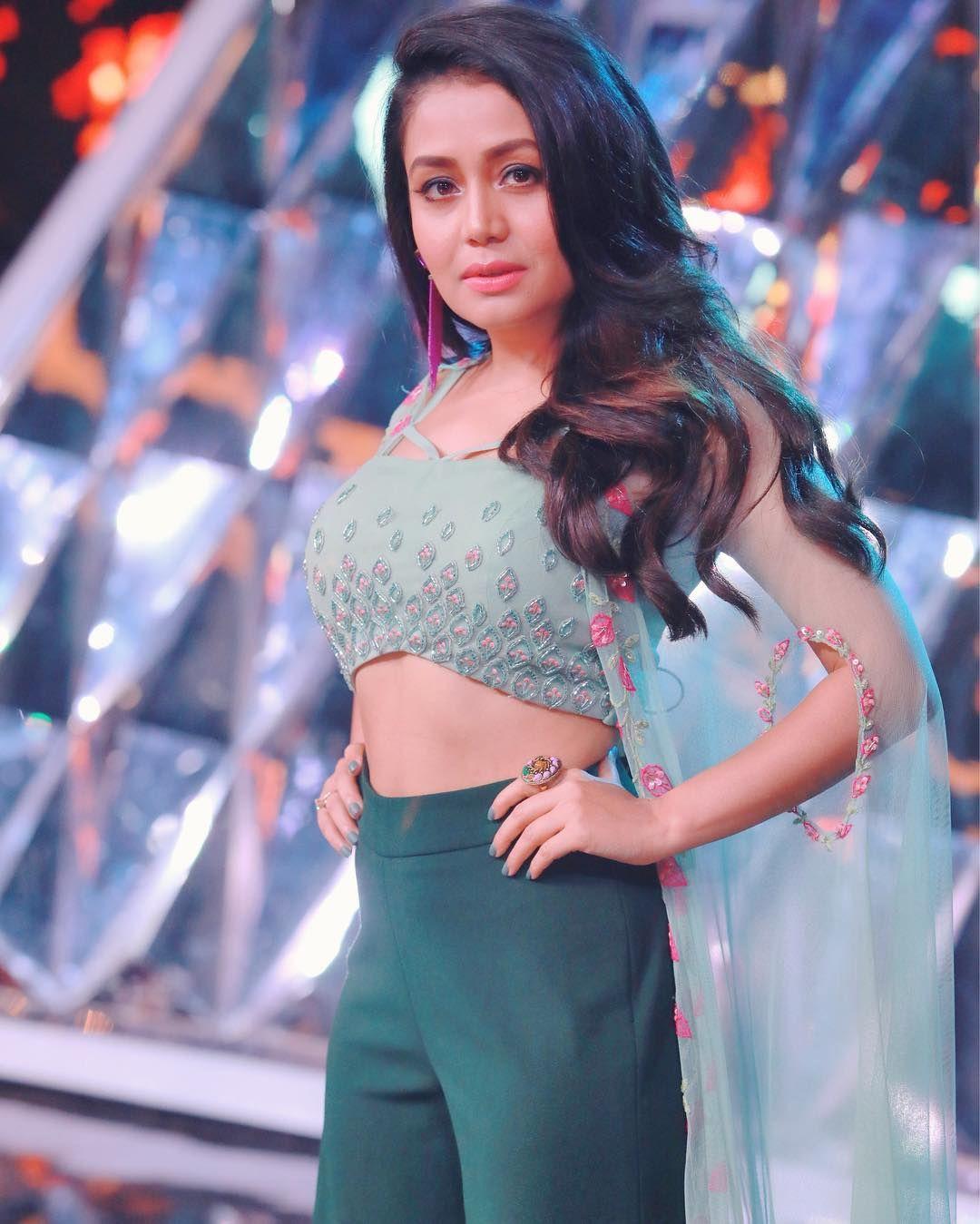 ladki aankh mare neha kakkar dance video नए वीडियो में