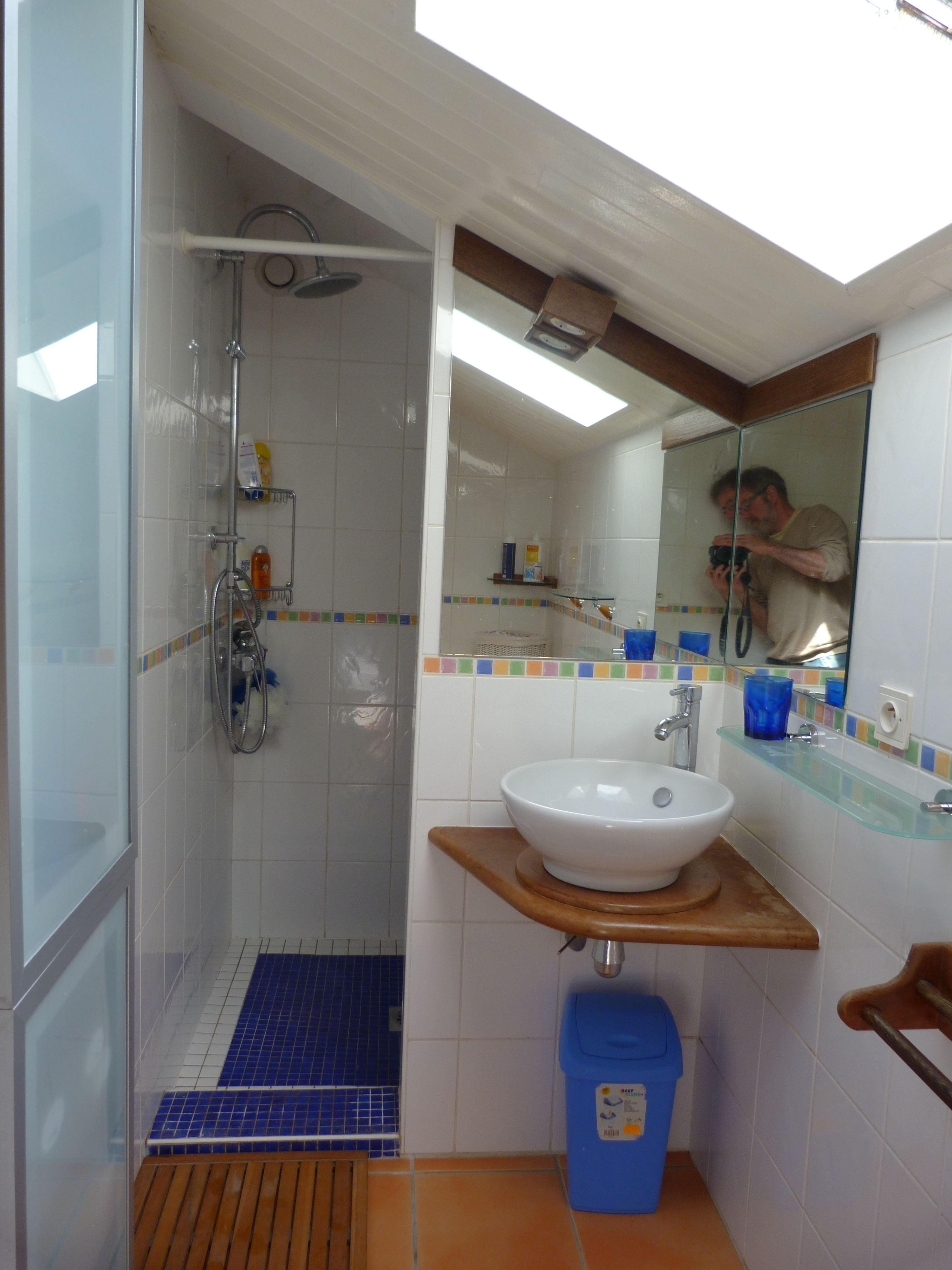 Chambre avec douche beautiful salle de bain avec douche 2 for Petite salle de bain avec douche et wc