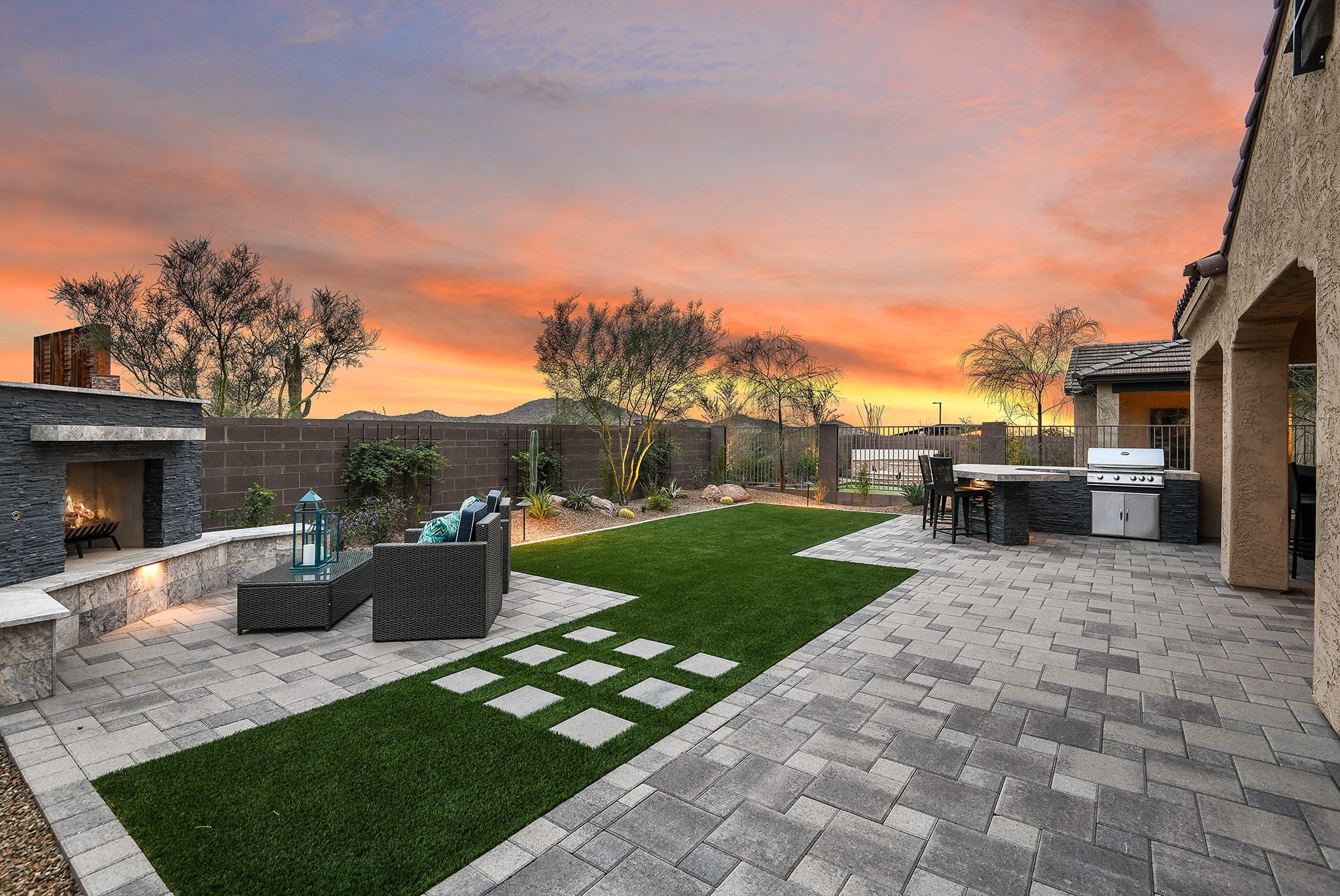 Beautiful drought-resistant backyard landscape design in ...