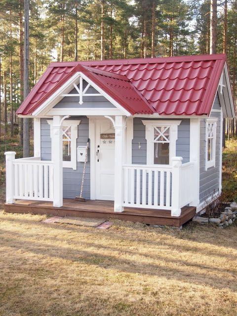 Playhouse, metal roof would be cute Monse en 2018 Pinterest - casitas de jardin para nios