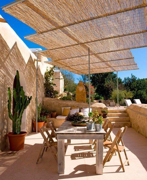 Casa de Nani Marquina, pérgola de cañizo con estructura de acero