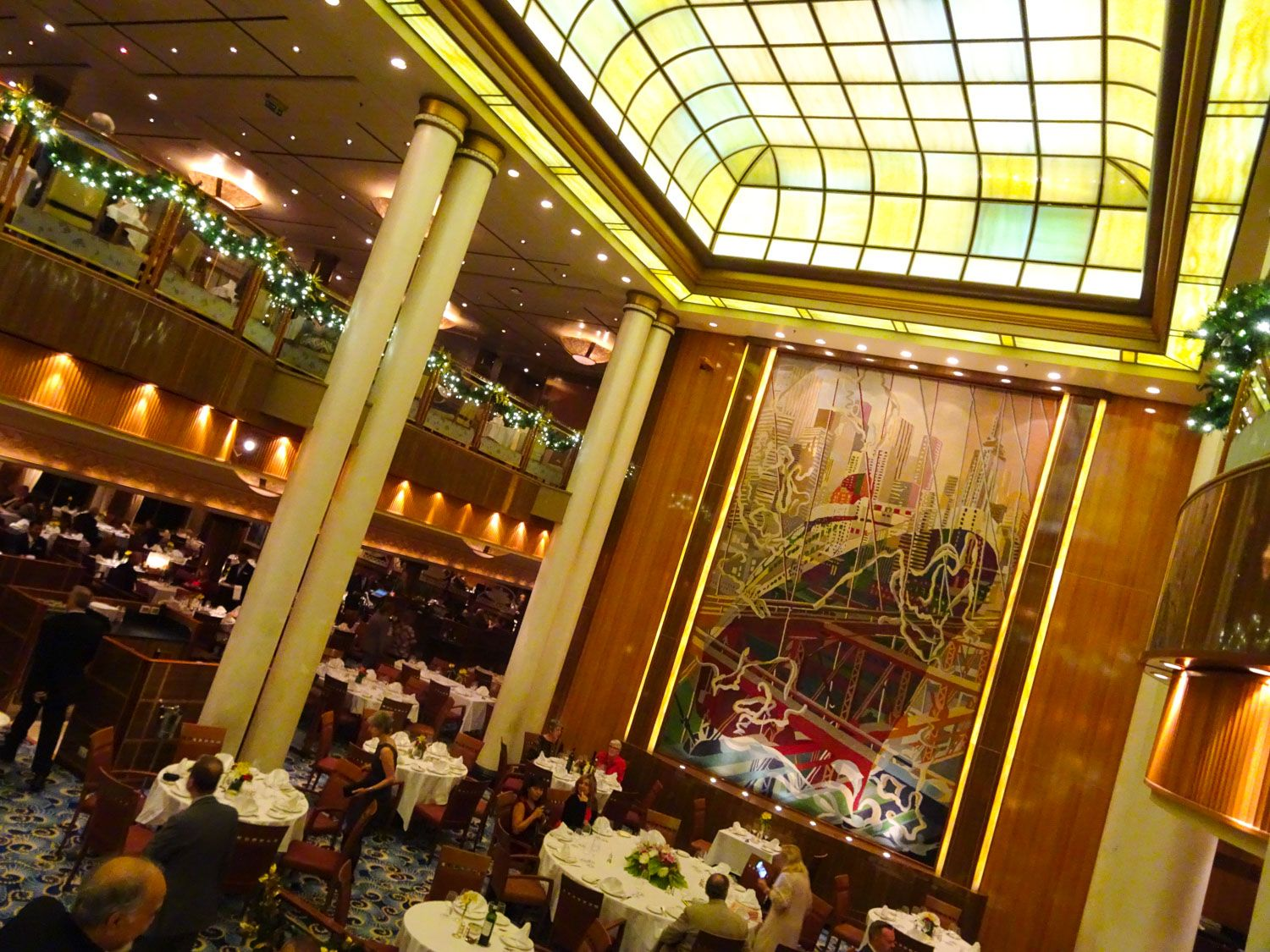 Queen Mary 2 - Dining