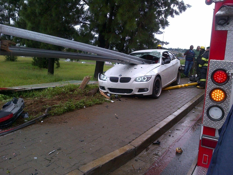 Guardrail Goes Through Car Bmw Driver Unharmed Bmw Bad Drivers Car