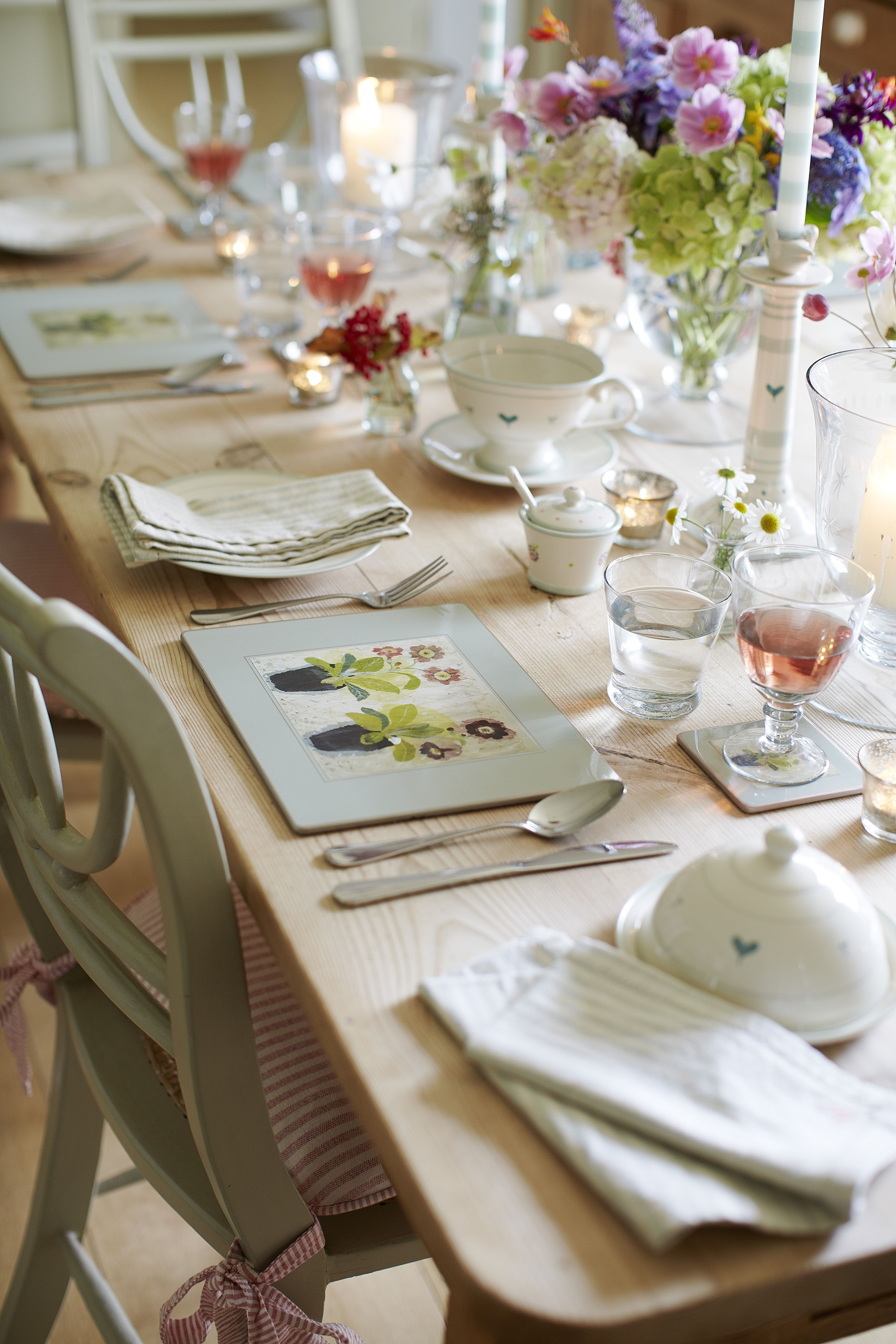 Laying a beautiful dinner table, flowers, glass, artistic