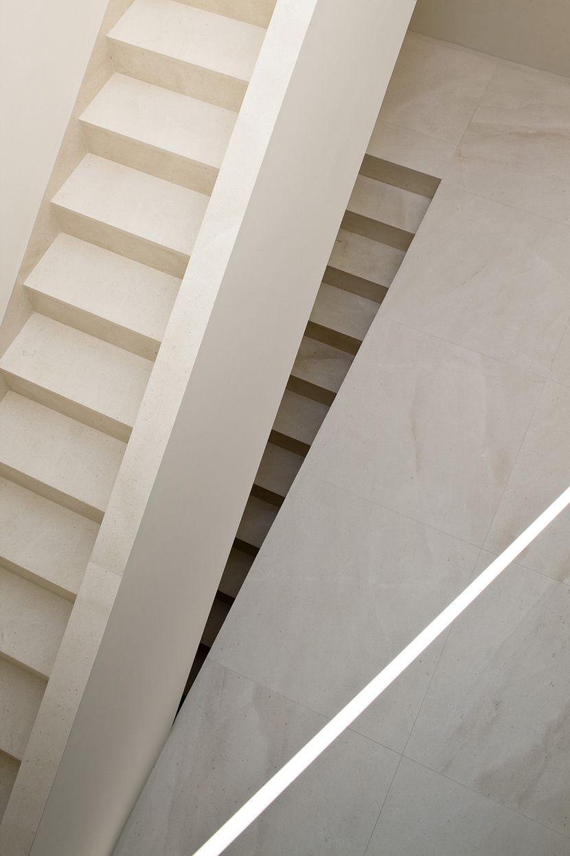 Escaleras: Casa en la Ladera de un Castillo. por Fran Silvestre Arquitectos