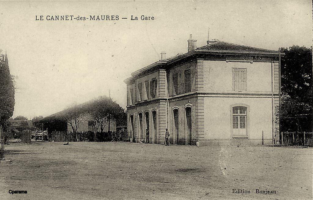 Le Cannet Des Maures Var La Cour De La Gare De Le Luc Et Le Cannet Vintimille Le Cannet Gare