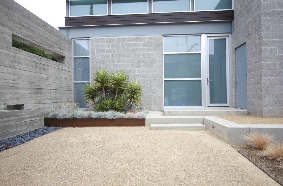 Decomposed Granite Cost Landscape Modern With Cinder Block Concrete Frosted Glass Gras Modern Landscaping Modern Landscape Design Contemporary Landscape Design