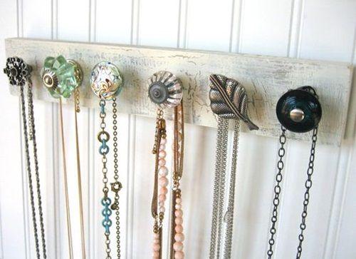 18 ideas para organizar collares pendientes y pulseras colgantes mi suegra y madera - Colgadores de pendientes ...