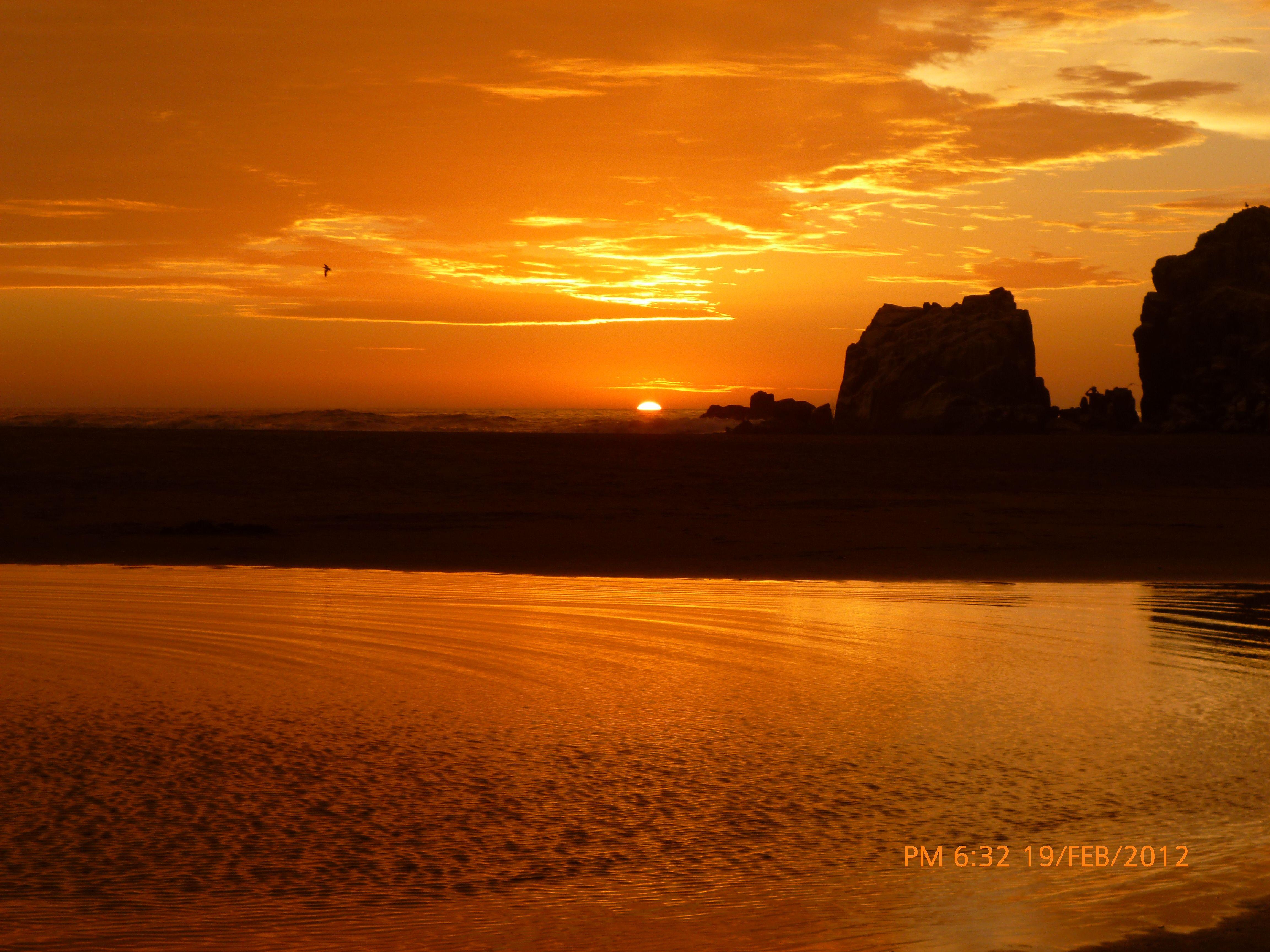 Sunset en Playa Puerto Fiel, Lima - Perú ❤. Febrero 2012
