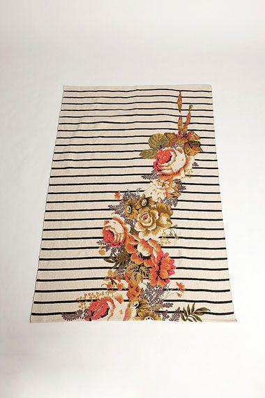 Urban Outfitters - Tapis à rayures et à fleurs ($50-100) - Svpply