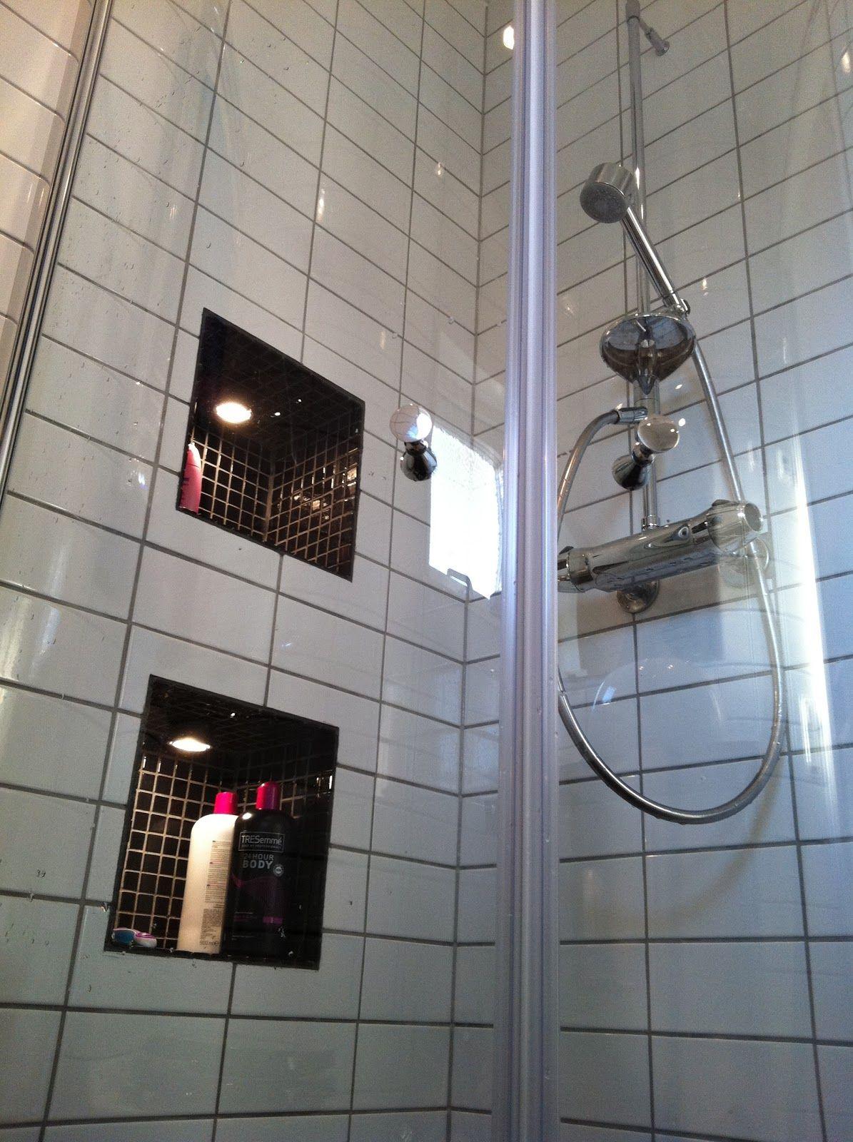 Badrum kakla om badrum : inbyggd hylla badrum spot | Mitt fina handfat och min fina ...