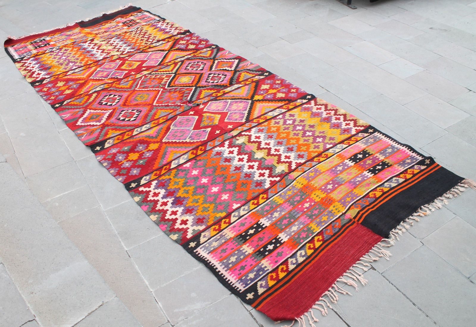 We Ve Covered Some Gorgeous Area Rugs Before But The Modern Kilim Are All Craze Now
