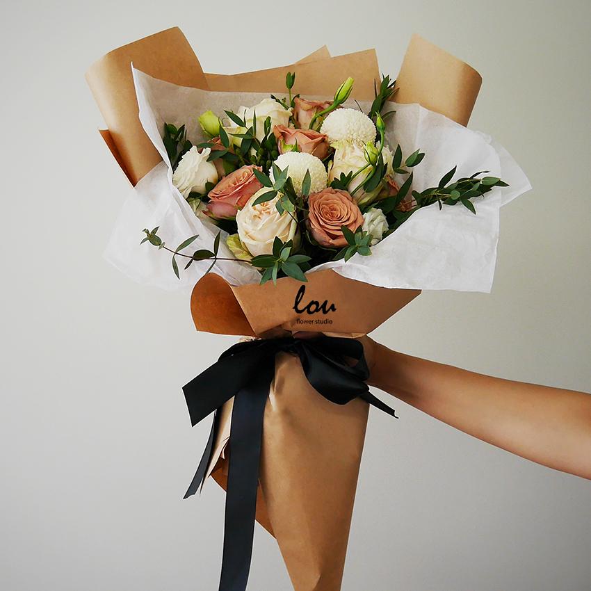 Cappucino Roses Handtied Bouquet Poms Louflowers Flowerstudio Floral Bouquets Wedding Rose Bouquet Flowers Bouquet Gift