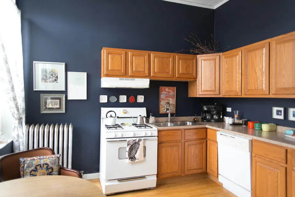 This Is How to Deal with Honey Oak Cabinets: Paint the Walls Midnight Blue #honeyoakcabinets