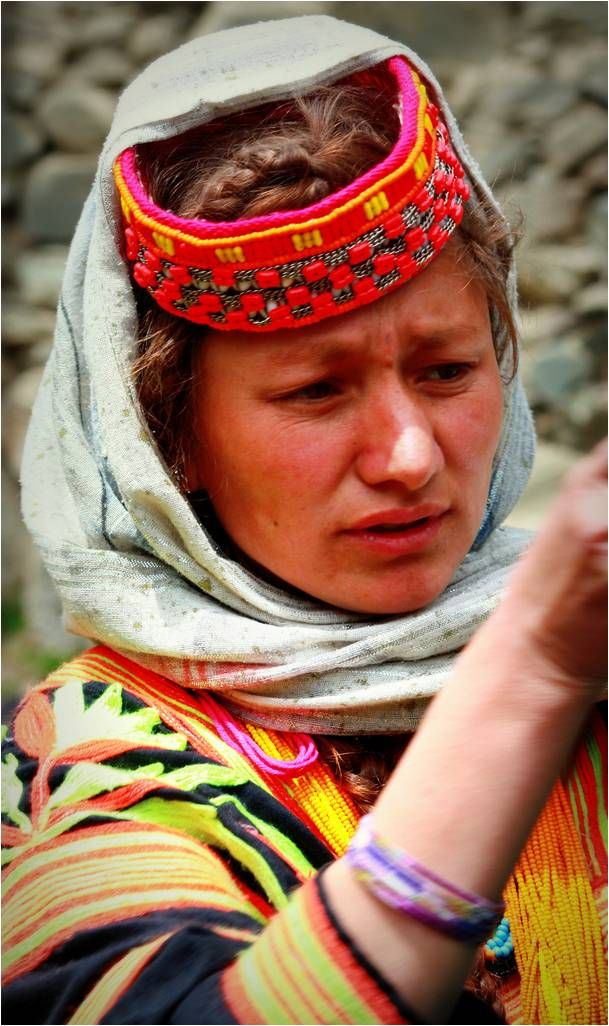 the white tribe of pakistan Til of the kalash people, a white-skinned, blue-eyed tribe in the back country of pakistan, who claim to be descendants of the ancient greeks.