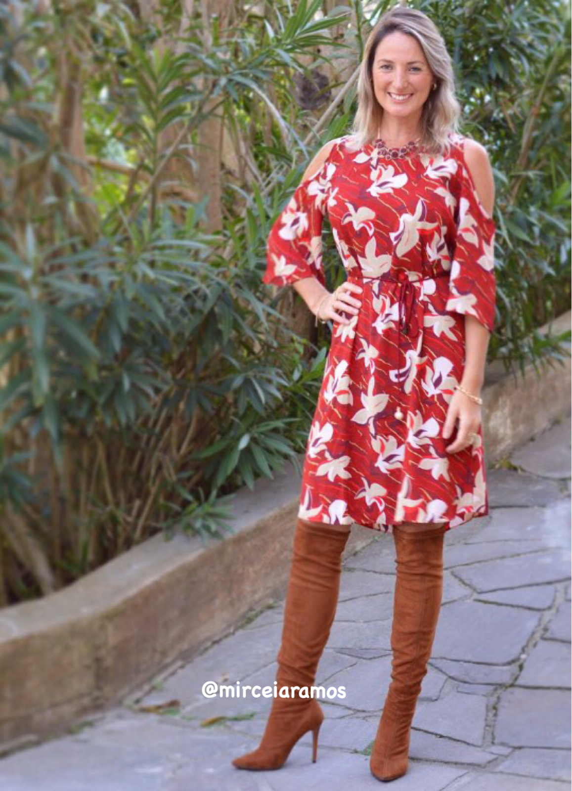 Look de trabalho - look do dia - look corporativo - moda no trabalho - work outfit - office outfit - winter outfit - look executiva - look de frio - look de inverno - warm outfit - bota caramelo - bota Otk - vestido estampado - over the knee - dress floral