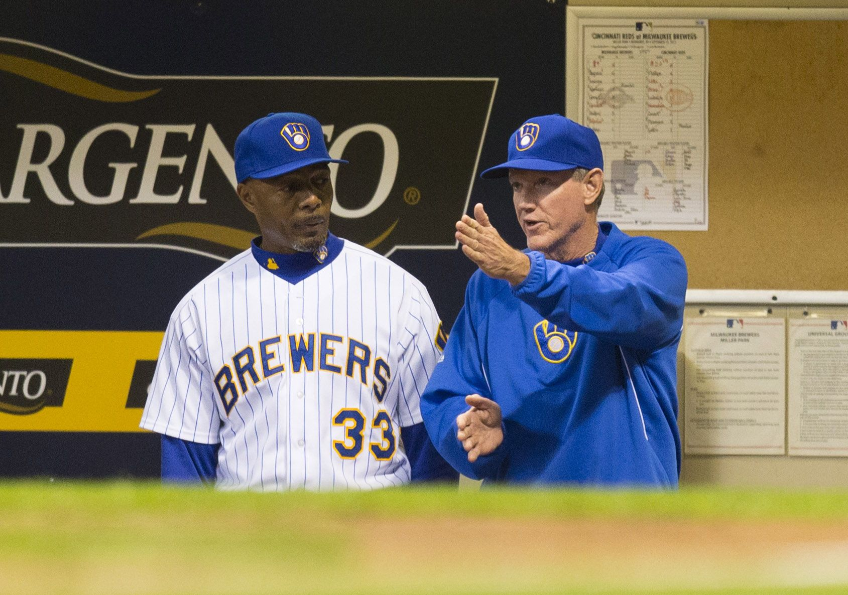 Crowdcam Hot Shot Milwaukee Brewers Manager Ron Roenicke Talks With Coach John Shelby During The Eighth Inning Aga Cincinnati Reds Milwaukee Brewers Milwaukee