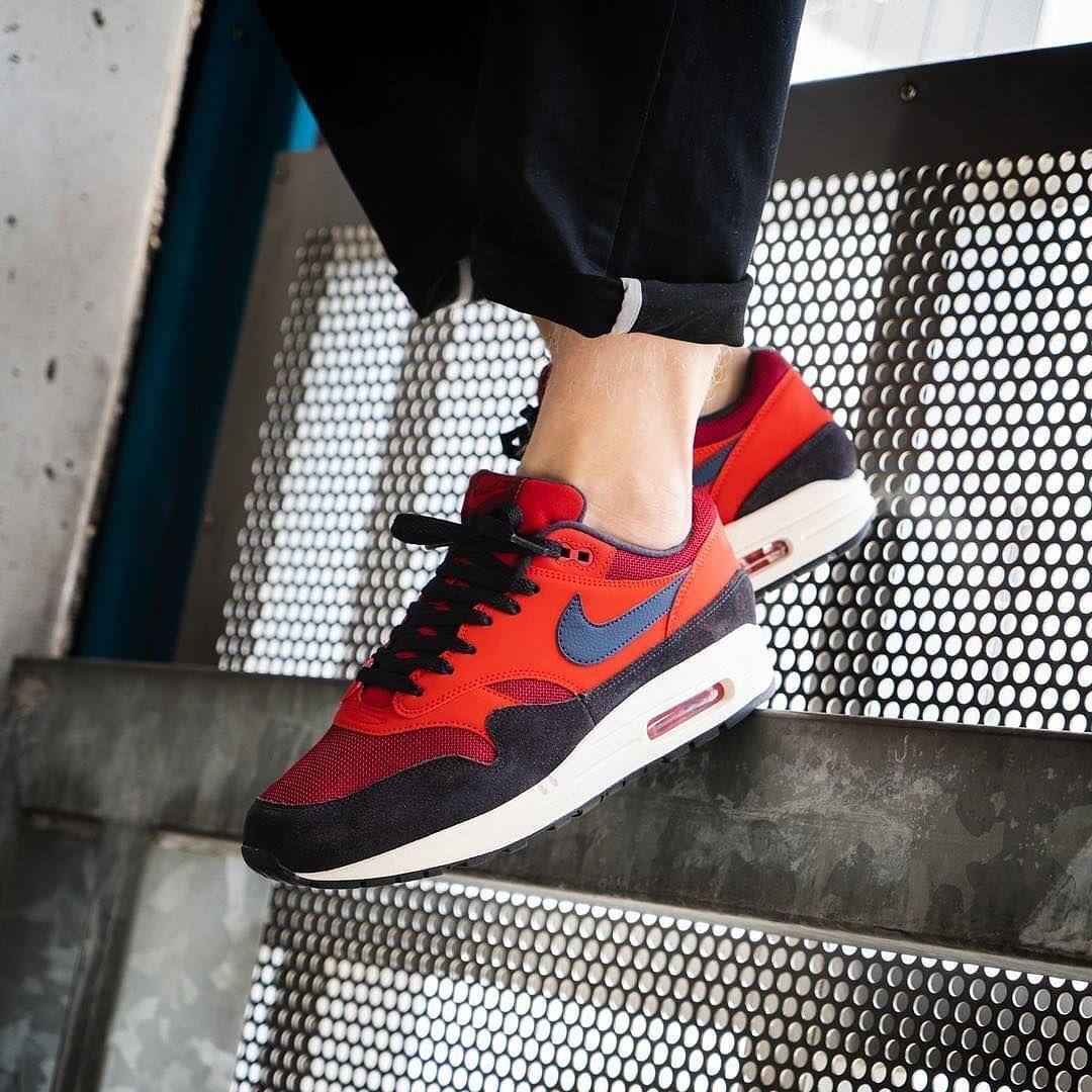 air max 1 red crush