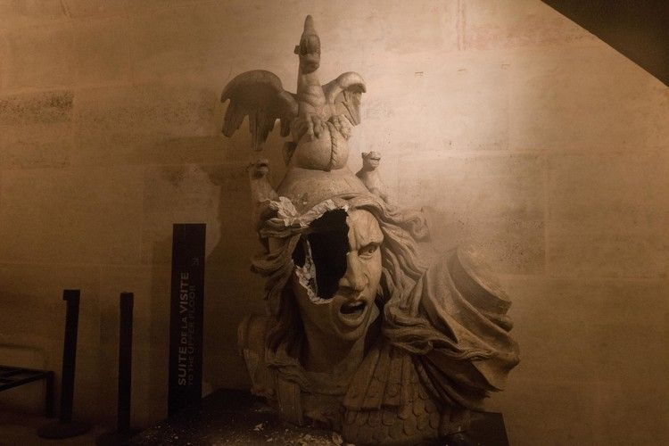 The Smashed Face Of This Statue Symbolizes The Fury Of The Paris Protests Time Paris Protests Statue Weekend Is Over