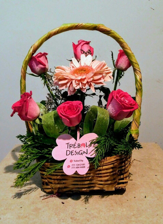 Arreglo Floral O Centro De Mesa Para Regalo Con Rosas Rosas