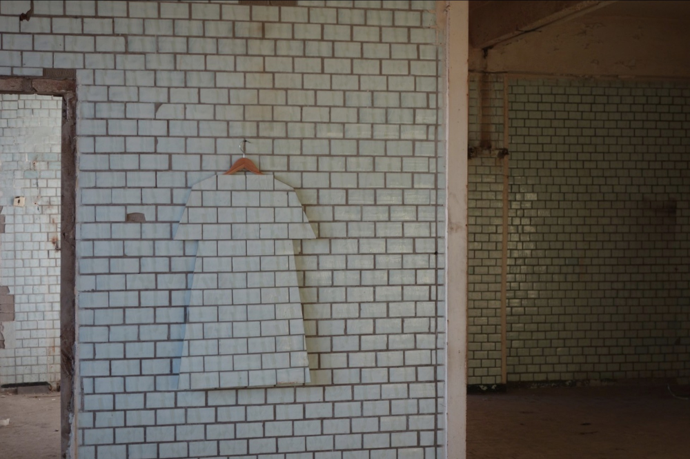 Zhanna Kadyrova Makes Ceramic Clothes With Her Second Hand Series In 2020 Two Hands Ceramics Ceramic Tiles