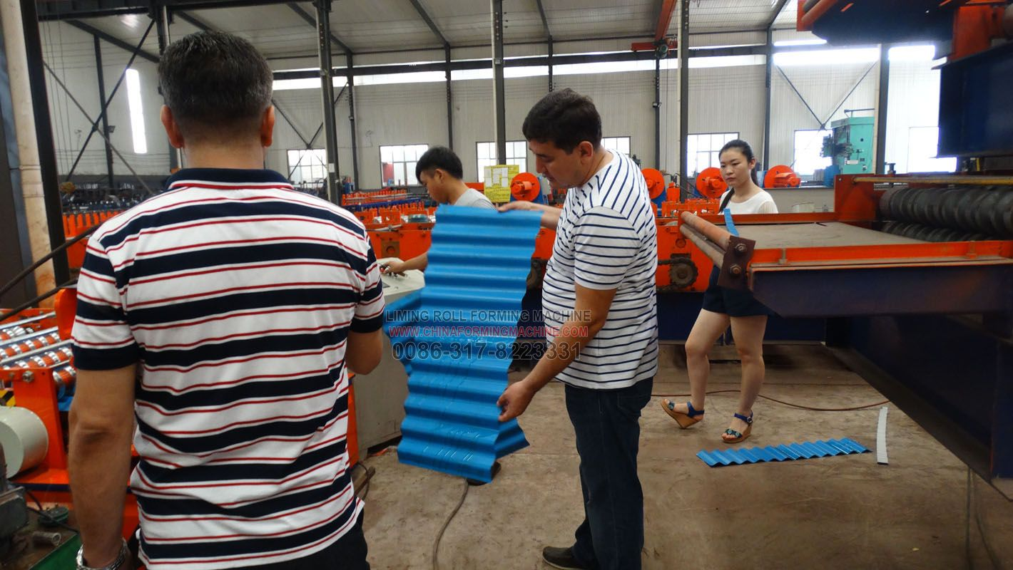 The Customers Inspect And Test The Metal Roofing Sheet Roll Forming Machine The Products Of The Metal Ro Roll Forming Sheet Metal Roofing Roofing Sheets