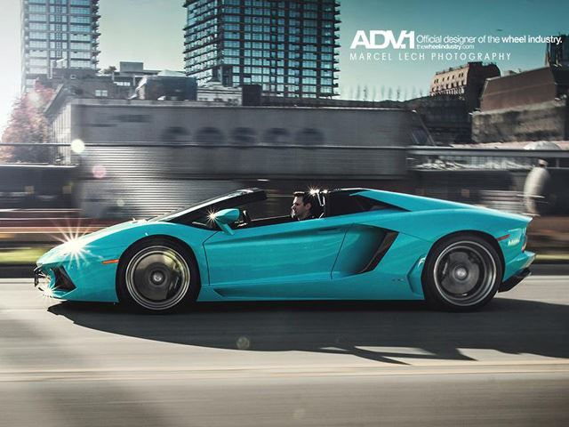 Aventador Roadster's One-Off Shade of Blue Glauco