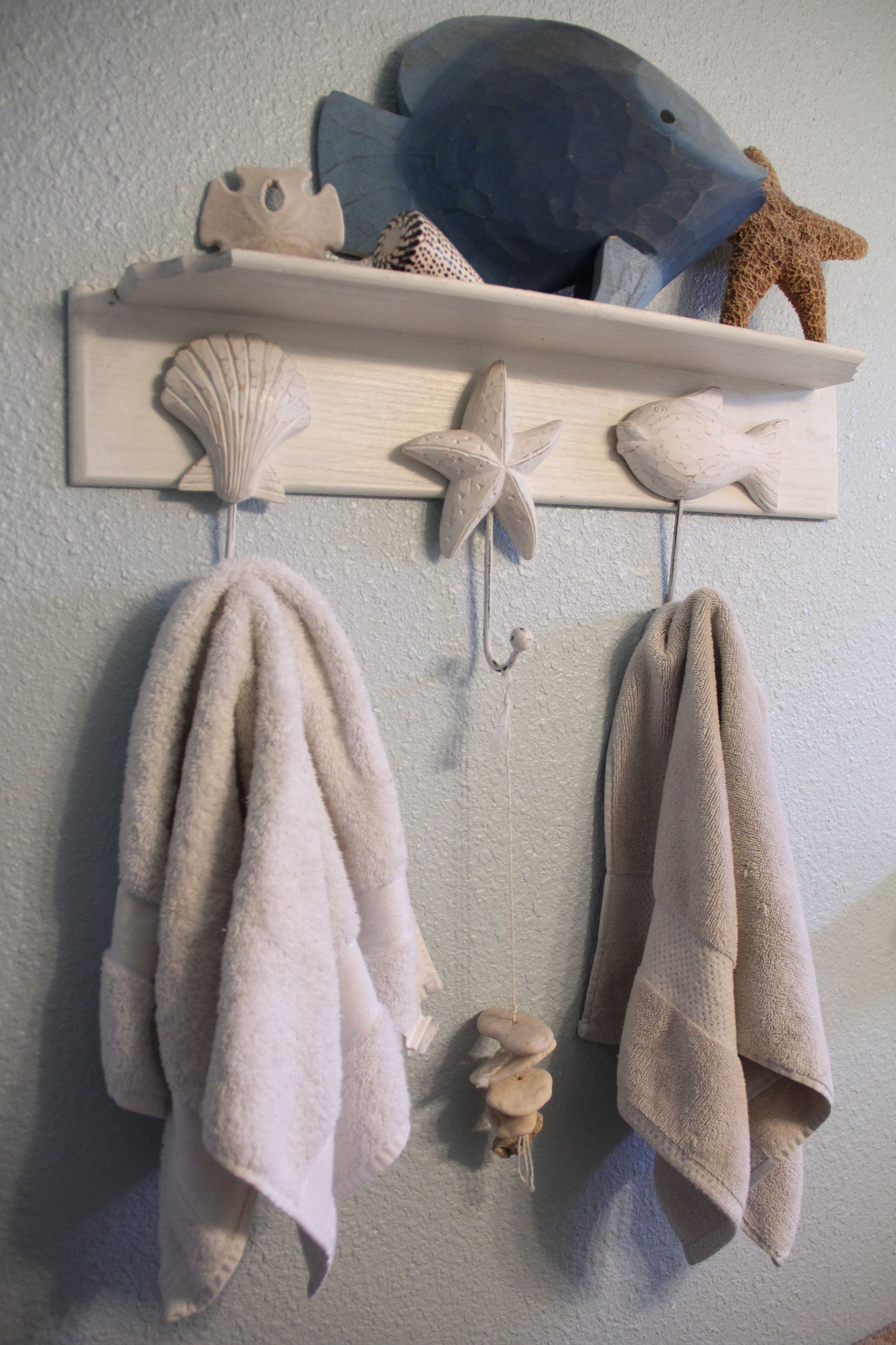 Beach Themed Shelf And Towel Rack Coastal Bathrooms Theme Home
