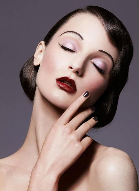 20's inspired makeup deep red lips sharp thin eyebrows wavy hair