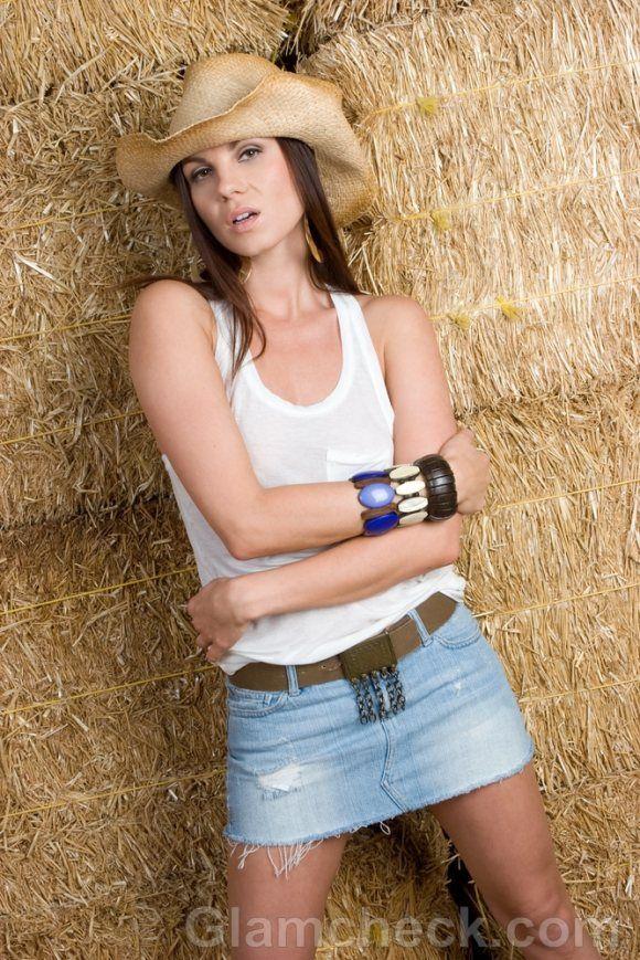 dc54ffd75bd mini skirts and cowboy boots - Google Search   Miscellaneous   Mini ...