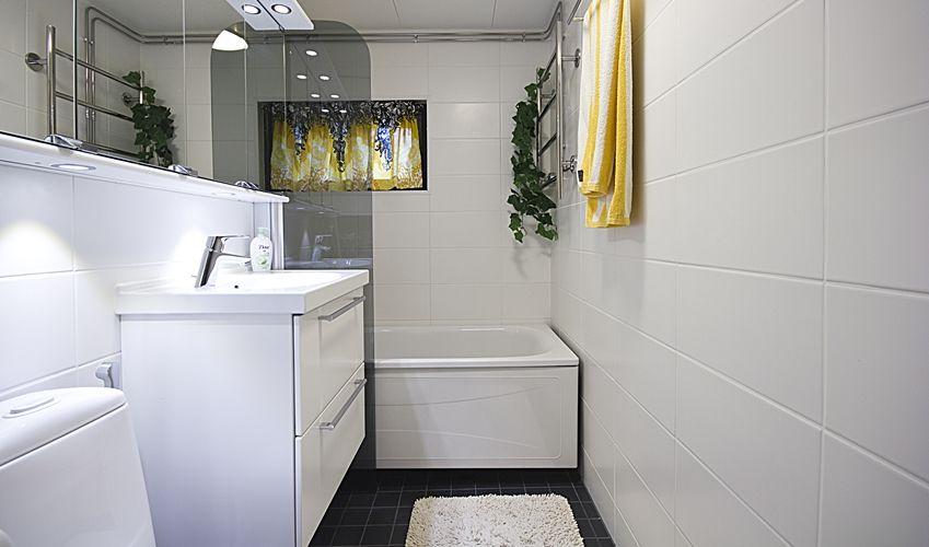 Kylpyhuoneen remontointi on vain ja ainoastaan ammattilaisen hommaa, ja vielä koulutetun sellaisen. Ilman vaadittavaa koulutusta asentaja saa enemmän vahinkoa aikaan, kuin vuotava katto.