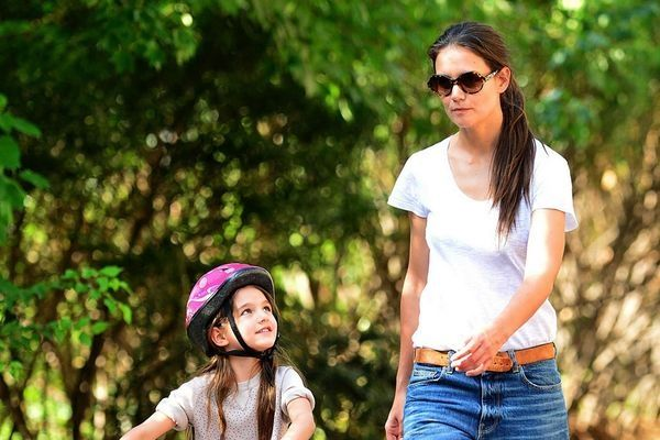 Katie Holmes beauty tip for busy mom's http://www.bangalorewishesh.com/life-style/492-beauty-tips/36723-katie-holmes-beauty-tip-for-busy-mom-s.html  Hollywood actress Katie Holmes has offered some beauty tips for working mom's, where she said busy  mothers should be appeared in a casual and comfortable as she shared her funky beauty shortcuts.