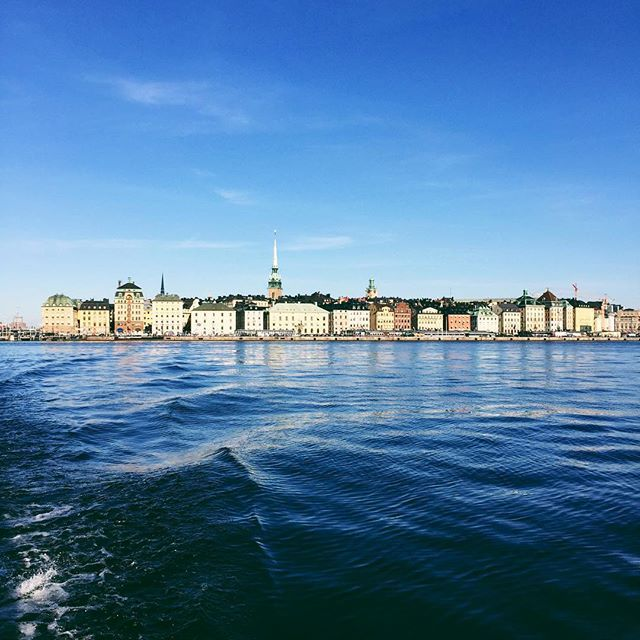 @visitstockholm - Travelling by local ferries is a fantastic way to experience a city built on islands. This is the view from the ferry Djurgårdsfärjan, with plenty of departures from Slussen out to the island of Djurgården.