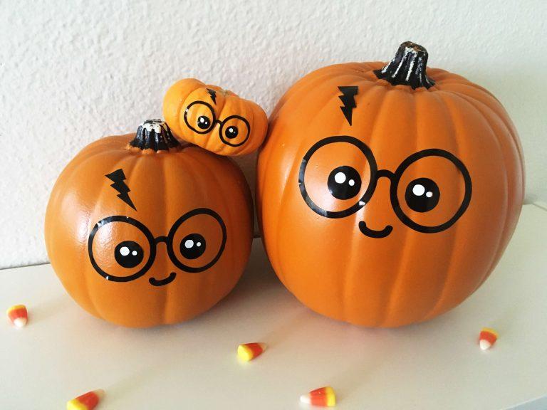 Google Image Result For Https Lovelyplanner Com Wp Content Uploads 2018 09 Img 36091 768x576 Halloween Pumpkins Harry Potter Pumpkin Disney Pumpkin Painting
