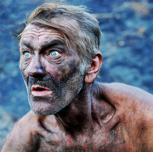 """amazing portrait photo redefines """"dirty old man"""" ; ) dirty from work in contrast with sharp blue eyes!"""