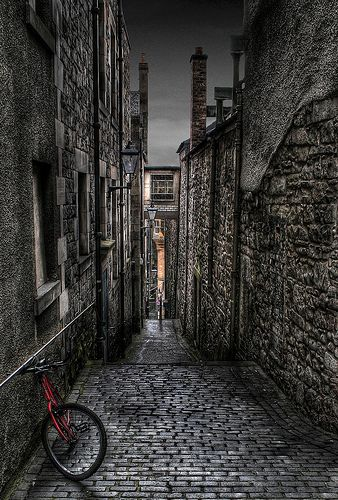 Anchor Close, off the High Street and Royal Mile