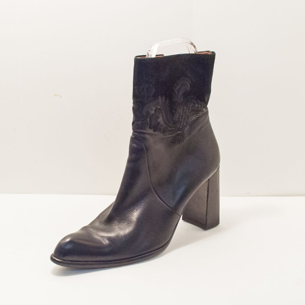 Angela Falconi Black Leather Suede Embroidered Detail Ankle Boot Womens 9.5  #AngelaFalconi #FashionAnkle