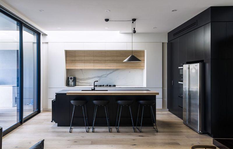 20 Modern Black And White Kitchens That Used Wood Home Design Lover White Wood Kitchens White Modern Kitchen Minimalist Kitchen