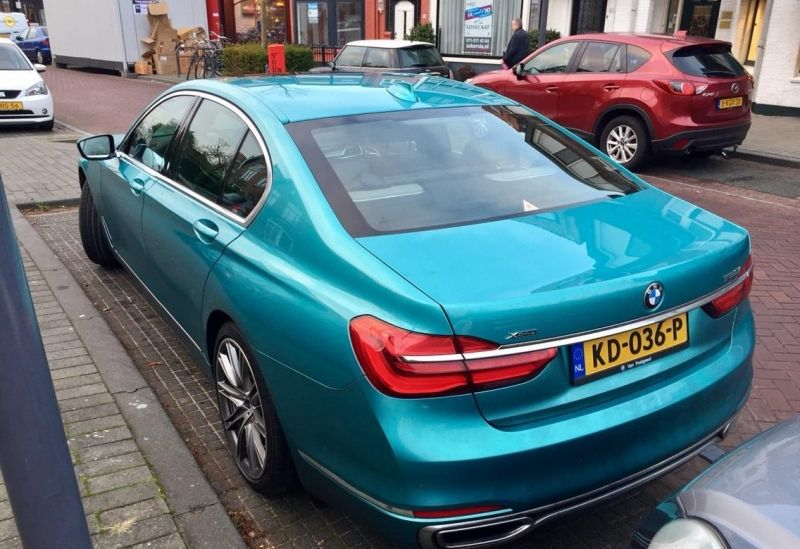 This Bmw 7 Series Gets Painted In A Special Color S Izobrazheniyami